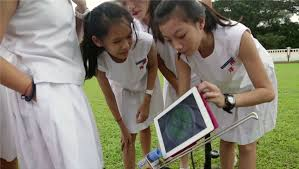 nanyang_girls_with_ipad